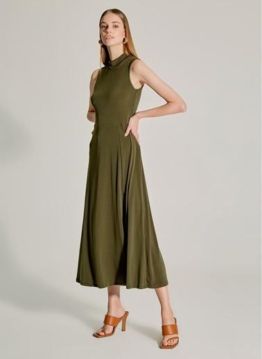 NGSTYLE Dik Yakalı Yırtmaçlı Elbise Haki
